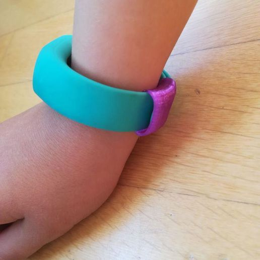 photo_2019-03-09_14-13-10.jpg Download free STL file Xiaomi My Band belt ring • 3D printing object, RoberPerez