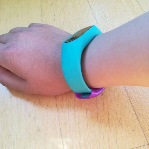 photo_2019-03-09_14-13-26.jpg Download free STL file Xiaomi My Band belt ring • 3D printing object, RoberPerez