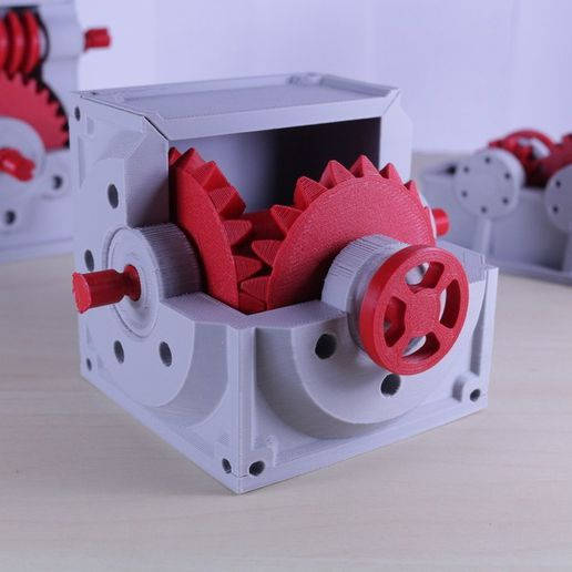 ac98dc34e5382b11bf5c2758e7f03730_display_large.JPG Download free STL file Industrial Bevel Gearbox / Gear Reducer (Cutaway version) • 3D printable object, LarsRb