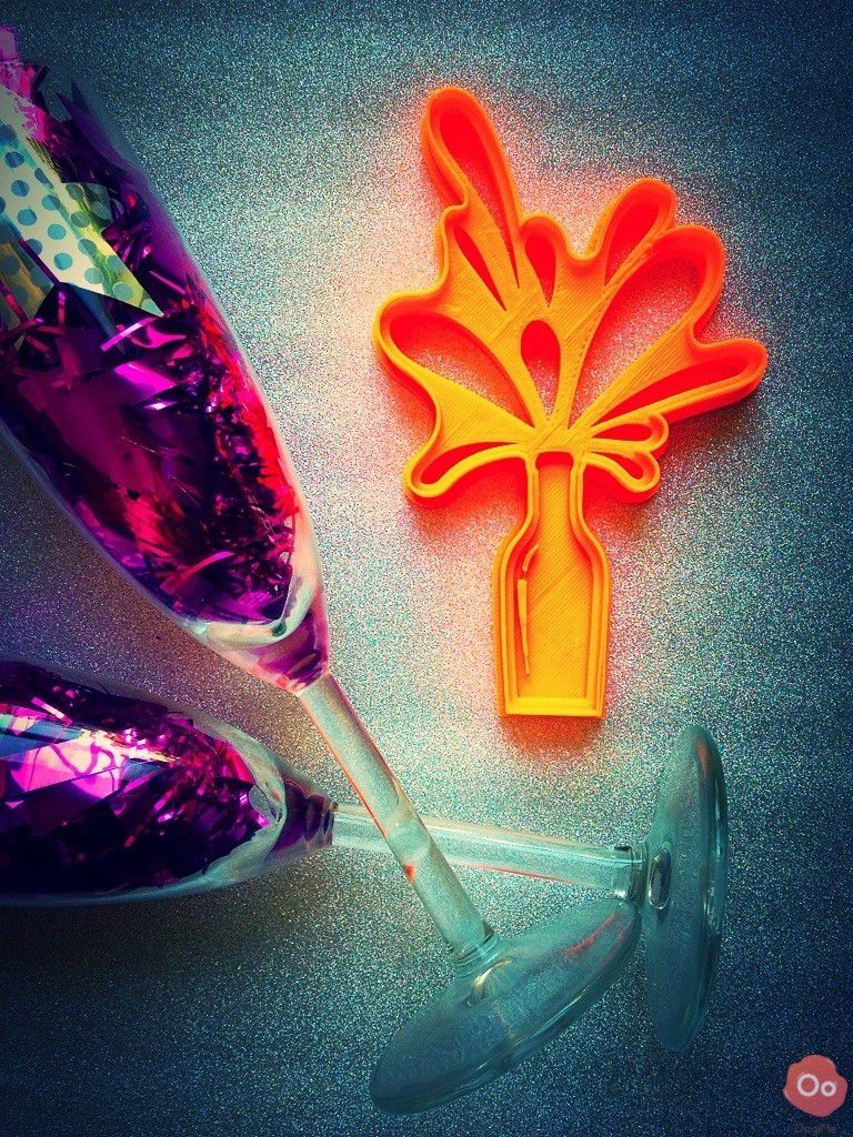 2015_model_3.jpg Download free STL file Bubbly Champagne Cookie Cutter • 3D printer design, OogiMe