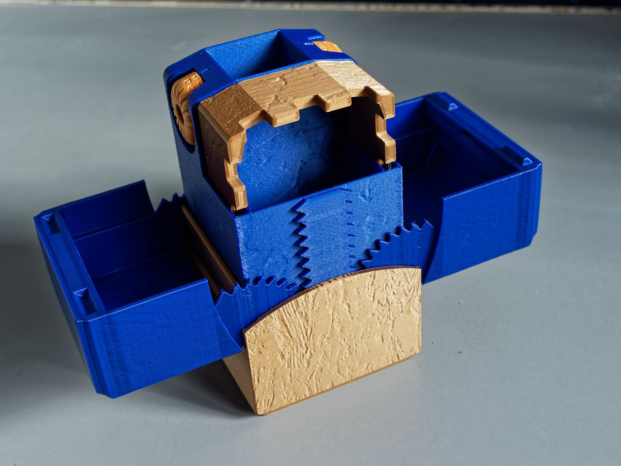 P3146237_DxO2.jpg Download STL file Folding dice tower with life counter • Design to 3D print, CartesianCreationsAU