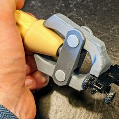 IMG_20200426_162529.jpg Download free STL file Printable Hand Vise • Object to 3D print, blecheimer