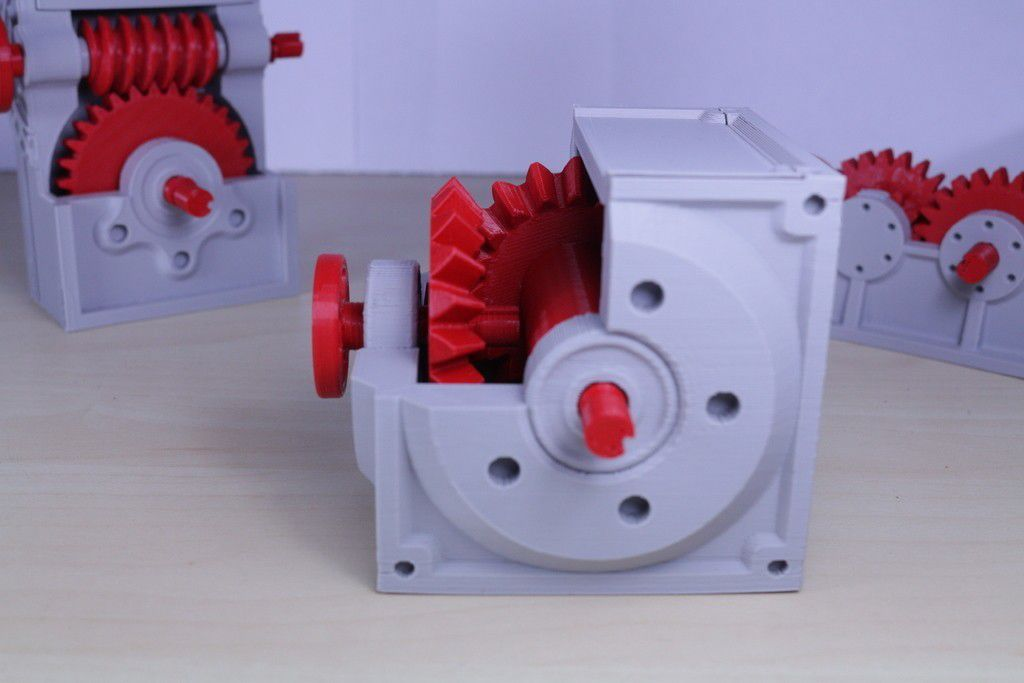 7647e866f6df8333f945e2e2d12db317_display_large.JPG Download free STL file Industrial Bevel Gearbox / Gear Reducer (Cutaway version) • 3D printable object, LarsRb